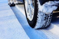 冬の車スタッドレスタイヤ