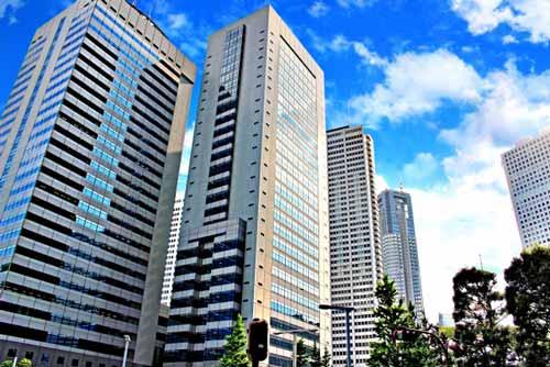 ビジネス街や高層ビルの付近