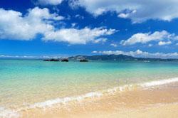 沖縄のコバルトブルー色した海