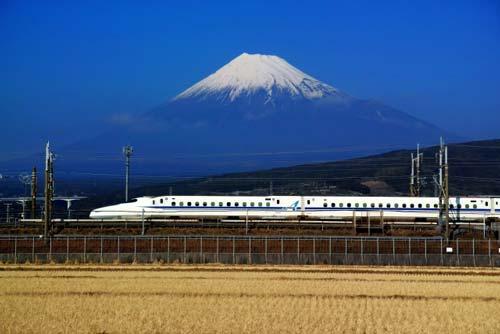 東海道新幹線と富士山の絶景