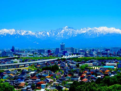 立山連峰と富山市