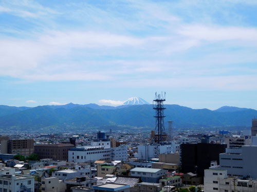 山梨市と富士山の風景