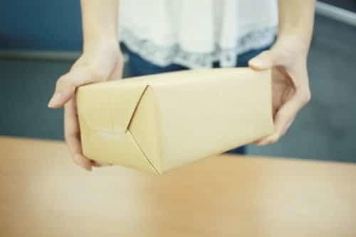 クレジットカード現金化で郵送される商品をバレずに受け取る方法とは?