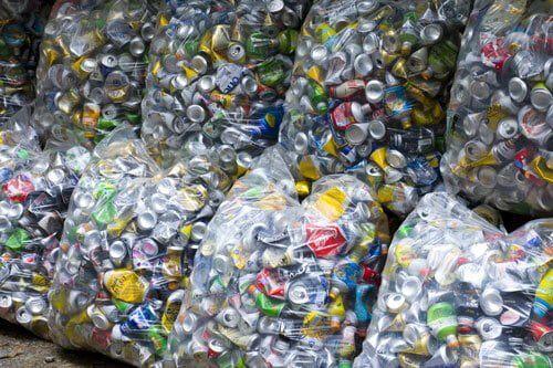 空き缶はアルミ缶を集めて現金化することが可能になる
