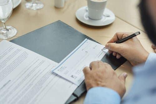 裏判が押してある小切手はすぐに現金化することができる