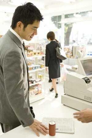コンビニでプリペイドカードを購入するメリット