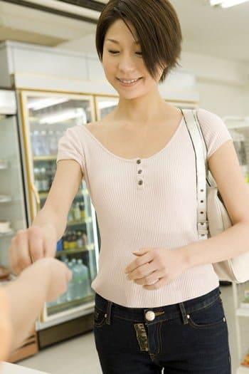 クレジットカード現金化は換金性の高いものを自分で転売してもできる