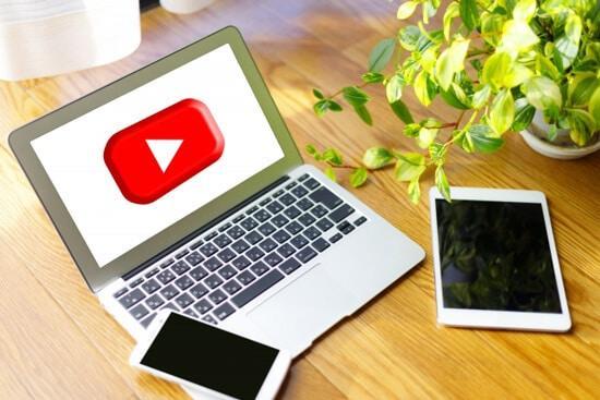 ユーチューバーは動画コンテンツと広告挿入数で得られる現金が最大に!