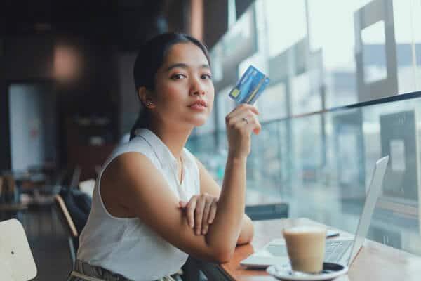 クレジットカード現金化 自分でやる 業者を使わない リスク