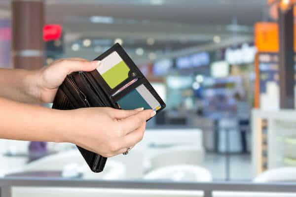 業者を使う クレジットカード現金化 自分で 手間 お得